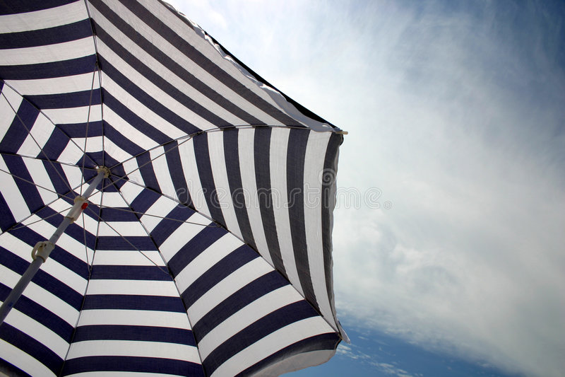 Parasol de playa fotografía de archivo libre de regalías
