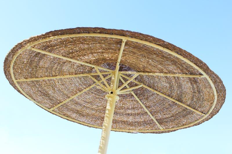 parasol et ciel bleu image stock image du ressource 29938723. Black Bedroom Furniture Sets. Home Design Ideas