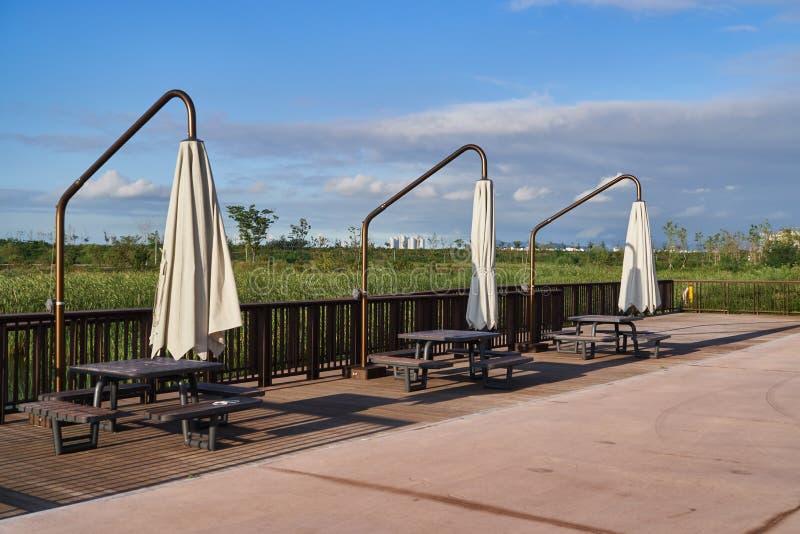 Parasol fixe de jardin en parc image libre de droits