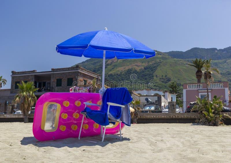 Parasol i deckchairs zdjęcia royalty free