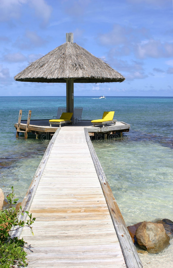 Parasol por el océano tropical fotos de archivo libres de regalías