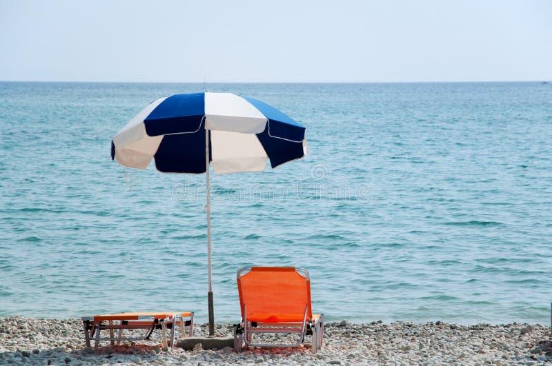 Parasole alla spiaggia immagini stock libere da diritti