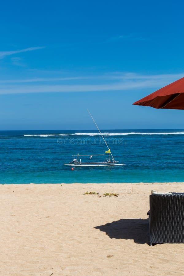 Download Parasoles De Playa En Una Playa Hermosa En Bali Foto de archivo - Imagen de quietude, asia: 41909094