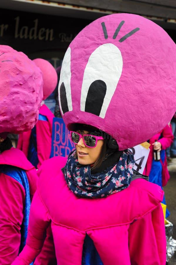 Parata di carnevale con il costume del polipo immagini stock