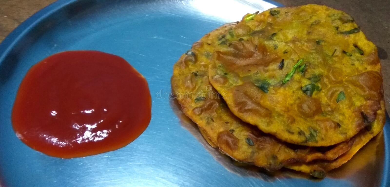Paratha和番茄酱 免版税库存照片