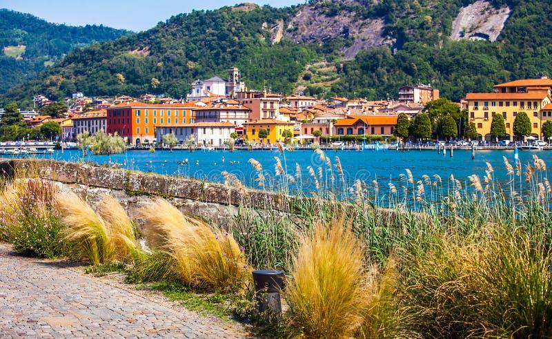 Paratico y Sarnico en el Lago d Iseo en Italia foto de archivo