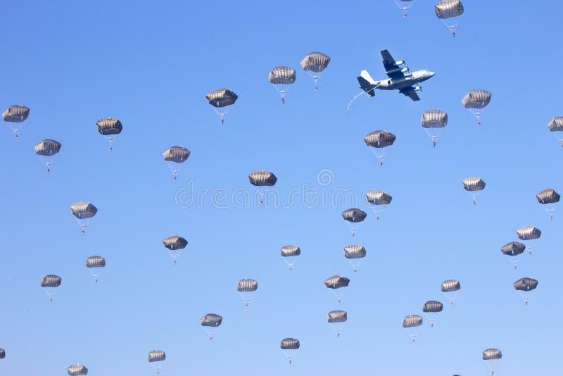 paratroopers foto de stock