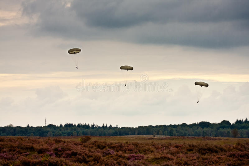 Paratroopers drop during the 72th commemoration of operation Market Garden. GINKEL HEATH - SEPTEMBER 17: Paratroopers drop during the 72th commemoration of royalty free stock image