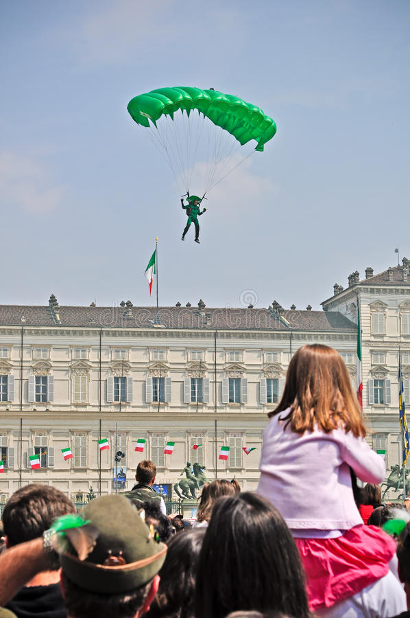 Download Paratroopers Show In The Turin's Sky Editorial Image - Image: 19531250