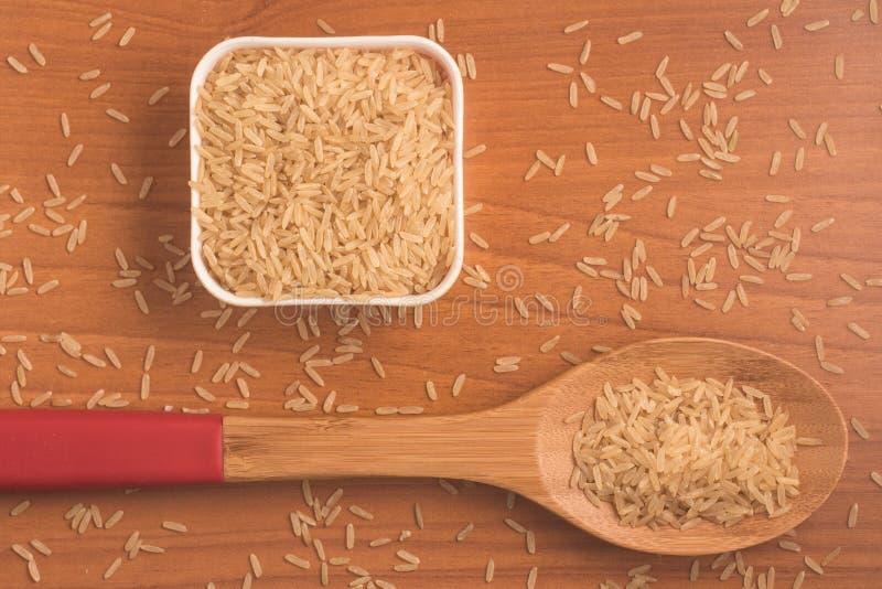 Parbolizado integrale di agulhinha del riso Riso sbramato intero immagini stock
