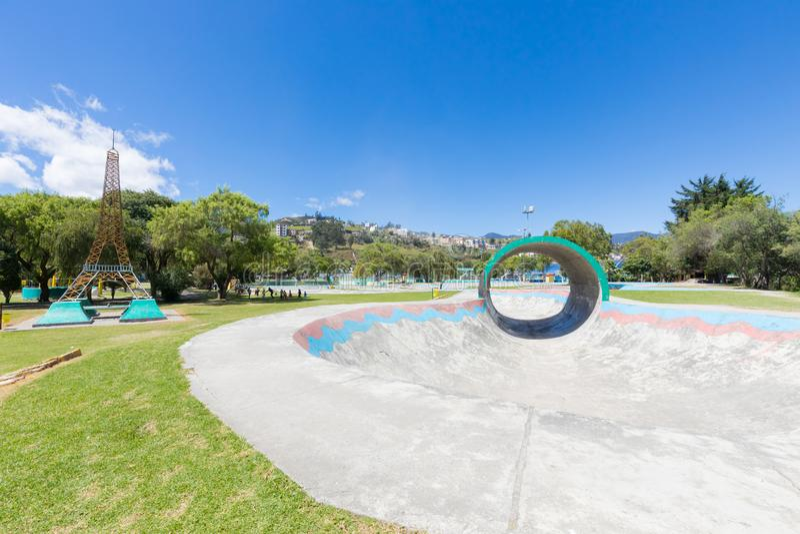 Parc acrobatique Loja Equateur de Jipiro de voie de planche à roulettes image stock