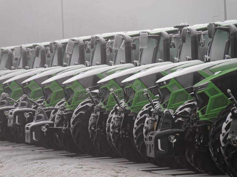Parc automobile de Deutz-Fahrenheit de tracteurs en hiver photographie stock