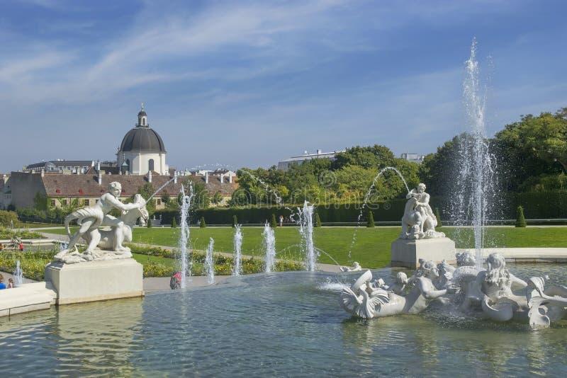 Parc baroque au château de belvédère à Vienne photo libre de droits