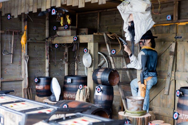 Parc d'attractions Arcade Target Shooting pour l'amusement Le cowboy Themed Items sont identifiés par l'étiquette d'oeil de taure photos stock