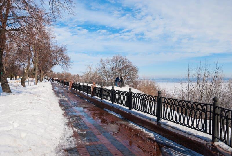 Parc d'hiver sur le bord de mer photos stock