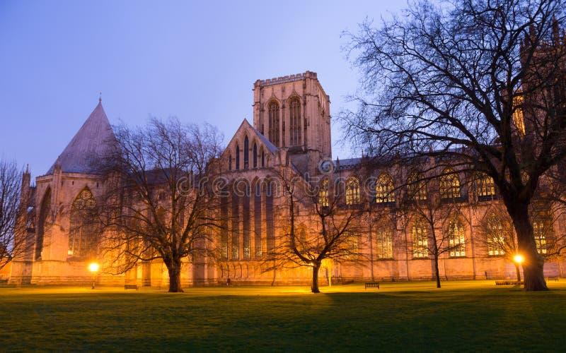 Parc de cathédrale de York Minster la nuit image stock
