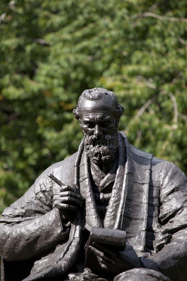 Parc de Kelvingrove, Glasgow, l'Ecosse, le Royaume-Uni, septembre 2013, la statue et le m?morial ? Lord Kelvin photos libres de droits