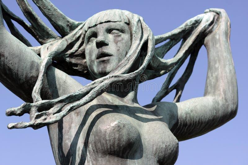 Parc de Vigeland, Oslo, Norvège, fille avec de longs cheveux photographie stock libre de droits