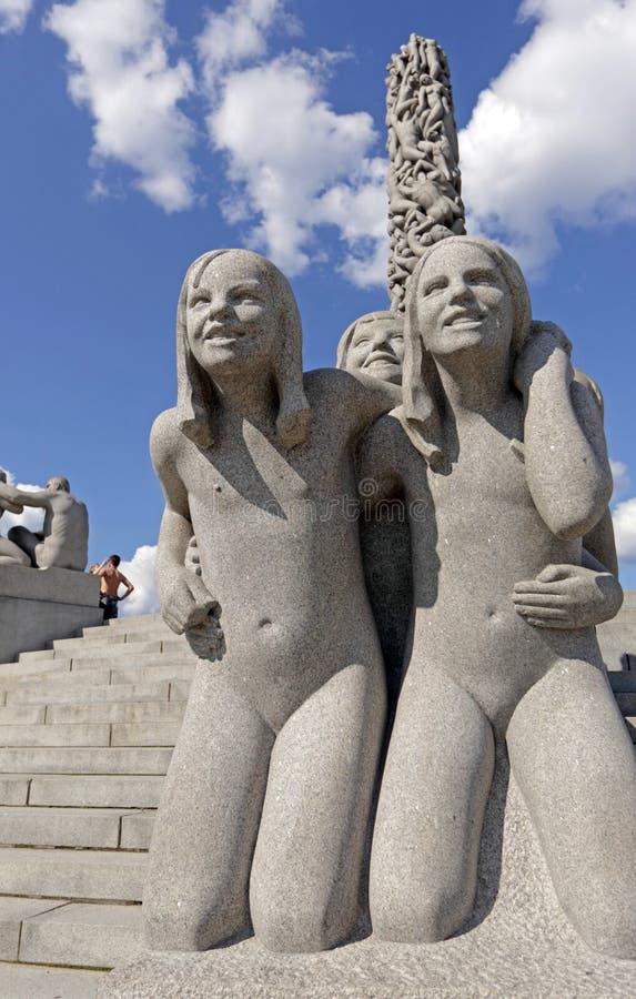 Parc de Vigeland, Oslo, Norvège, filles de sourire photos libres de droits