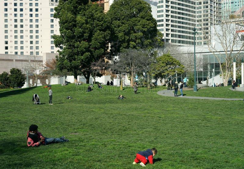 Parc de ville et espace vert photographie stock