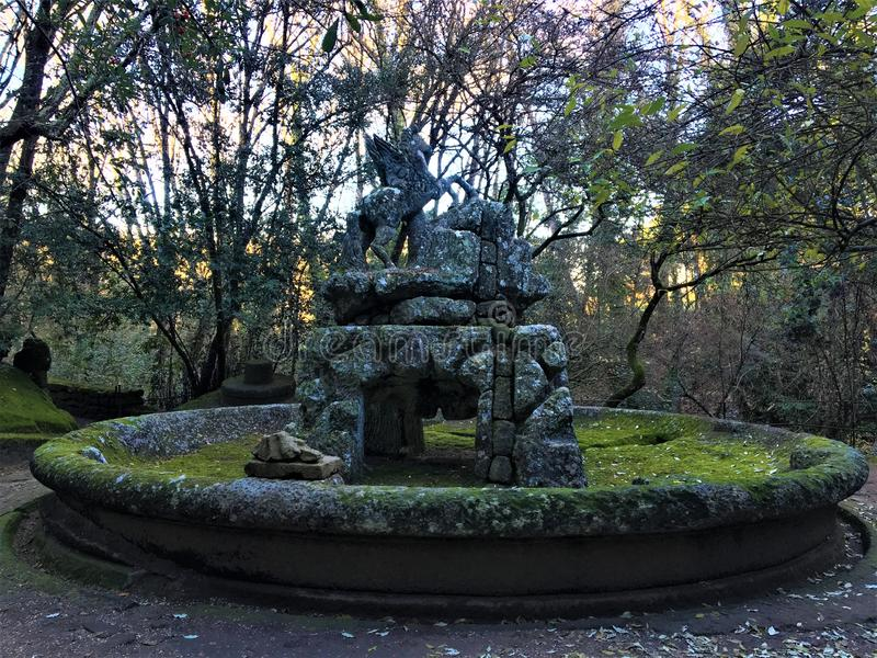 Parc des monstres, verger sacré, jardin de Bomarzo Fontaine de Pegasus, le cheval à ailes photos stock