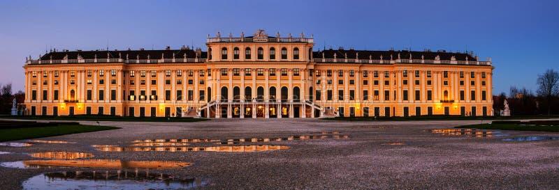 Parc du palais de Schonbrunn en hiver tôt à Vienne, Autriche photographie stock libre de droits