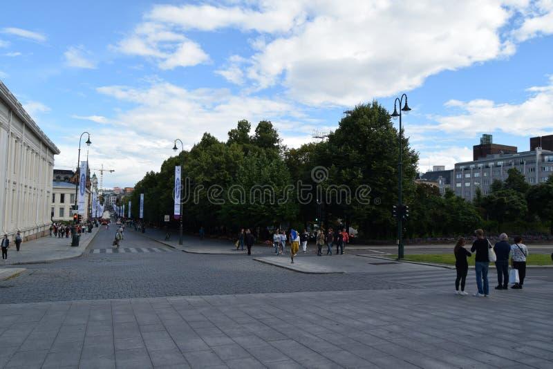 Parc et Karl Johanns Street de Studenterlunden à Oslo, Norvège image libre de droits