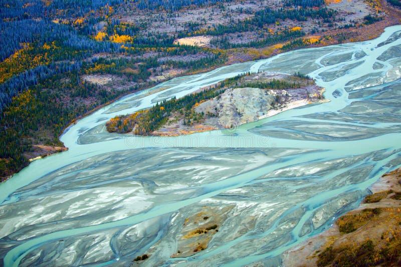 Parc et réservation nationale de Kluane, vallée et rivières images stock