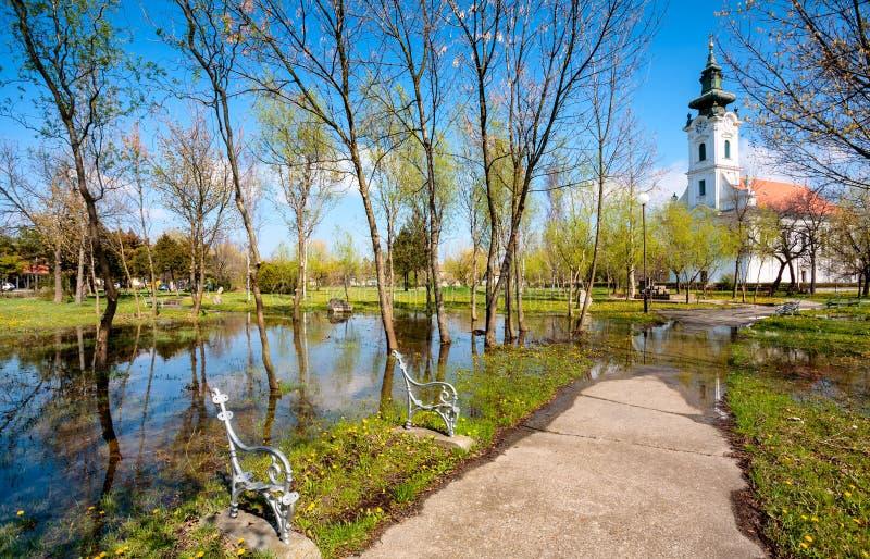 Parc inondé d'église photo stock