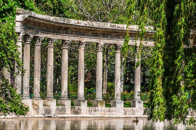 Parc monceau专栏巴黎市法国 免版税库存照片