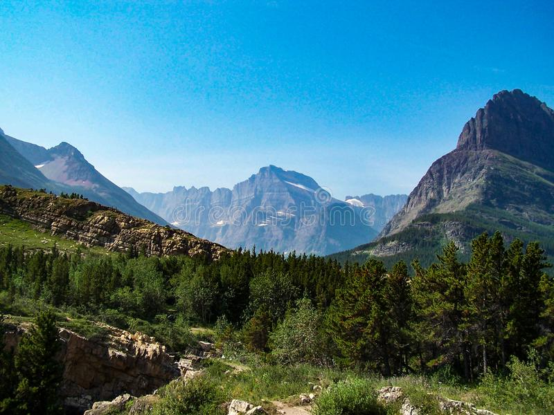 Parc national couronné de neige scénique de glacier de montagnes images stock