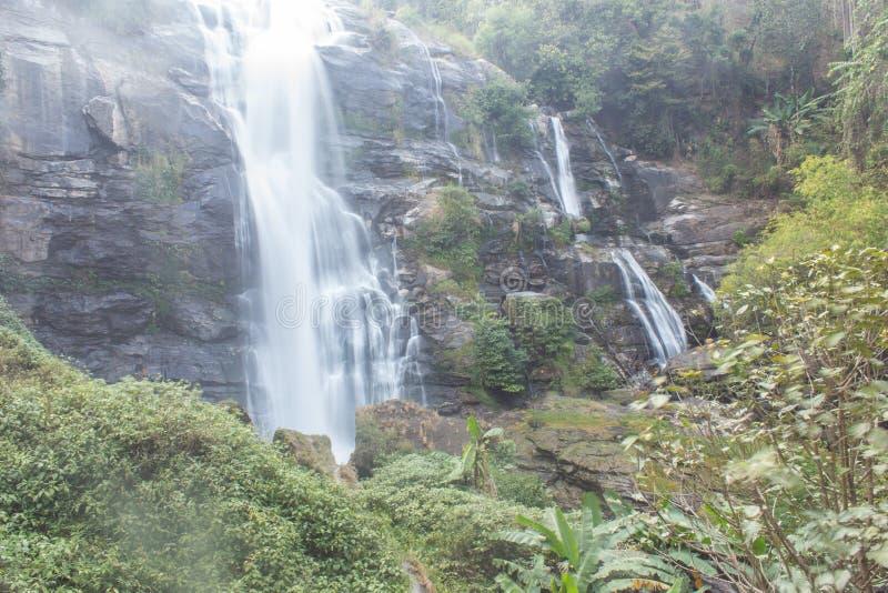 Parc national d'inthanon de doi de cascade de Wachirathan, Chomthong Chiang Mai photographie stock libre de droits