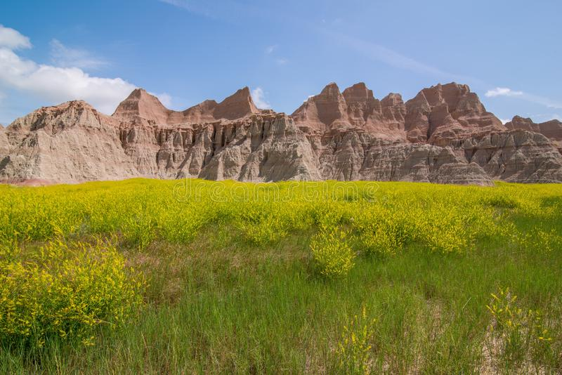 Parc national de bad-lands - paysage des prairies et des formations de roche érodées photo libre de droits
