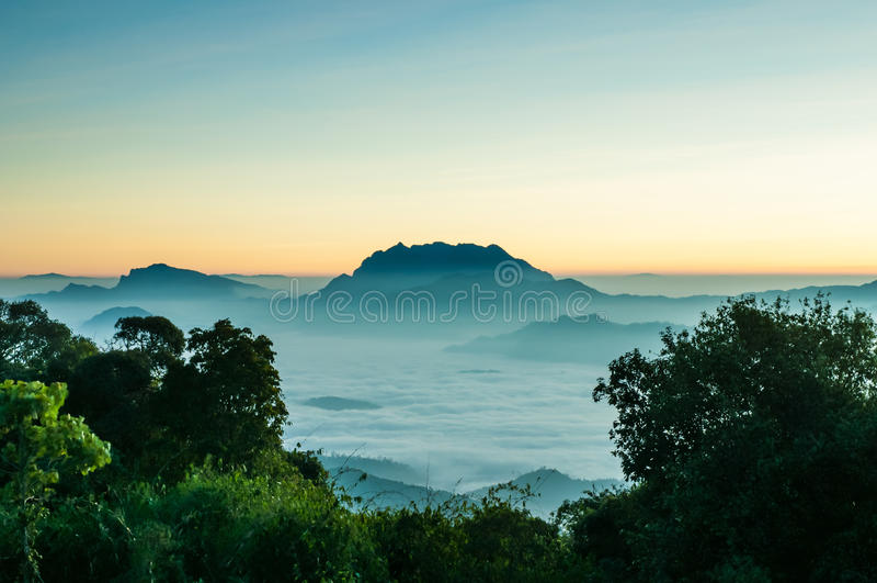 Parc national de Huai Nam Dang en province de Mae Hong Sorn, Thaïlande photos stock