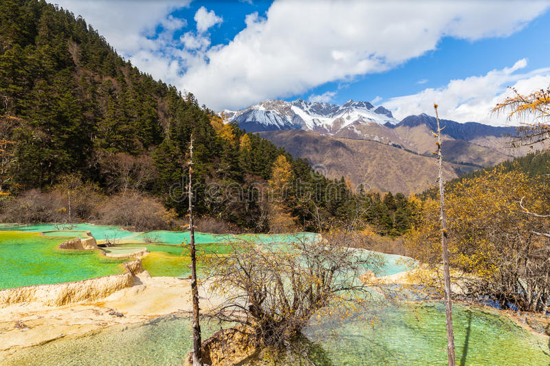 Parc national de Huanlong dans la province de Sichuan, Chine photo stock