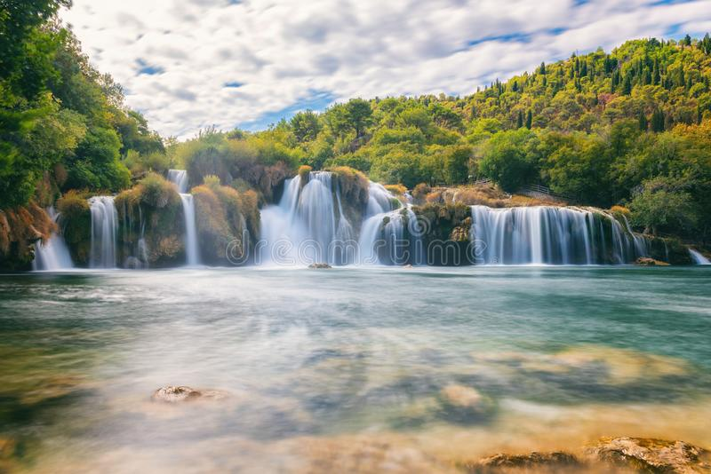 Parc national de Krka, beau paysage de nature, vue du buk de Skradinski de cascade, Croatie photos stock