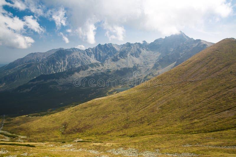 Parc national de Tatra, Pologne Vue de Pamoramic du LAN de montagnes image stock