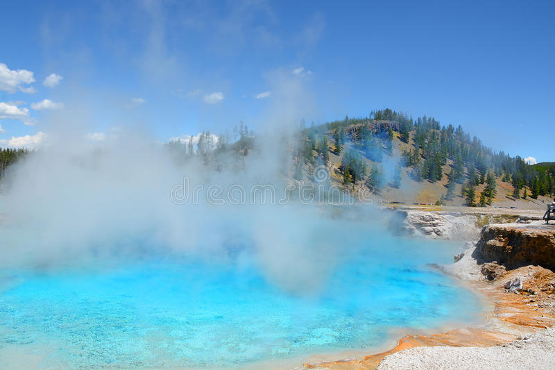 Parc national de Yellowstone de geyser excelsior images stock