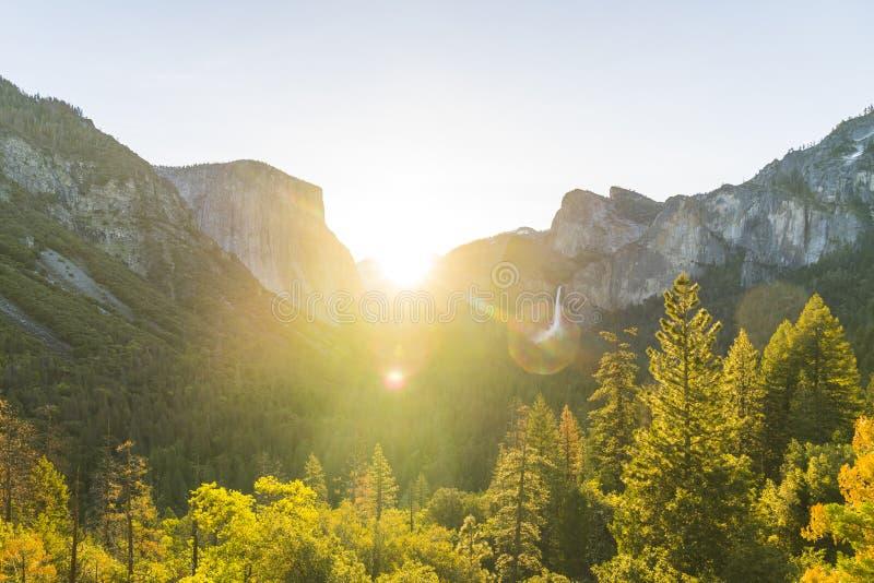 Parc national de Yosemite au lever de soleil, la Californie, Etats-Unis photo stock