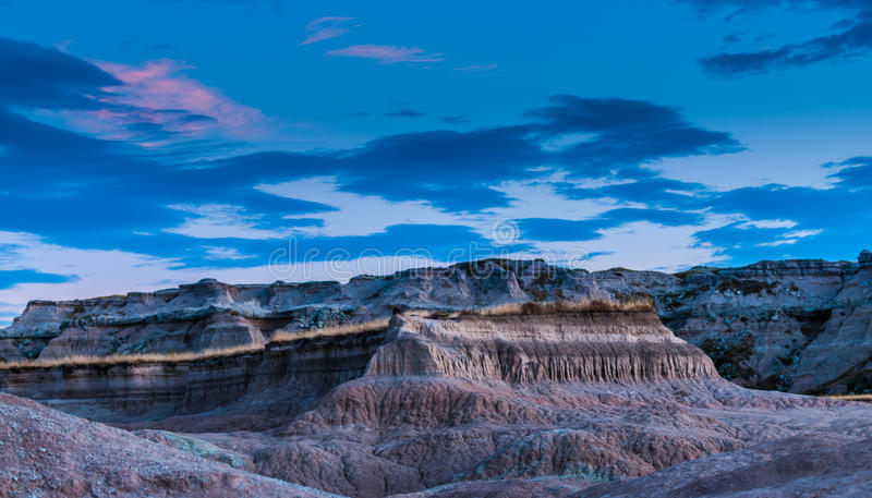 Parc national le Dakota du Sud de bad-lands après la racine T de médecine de coucher du soleil photo stock