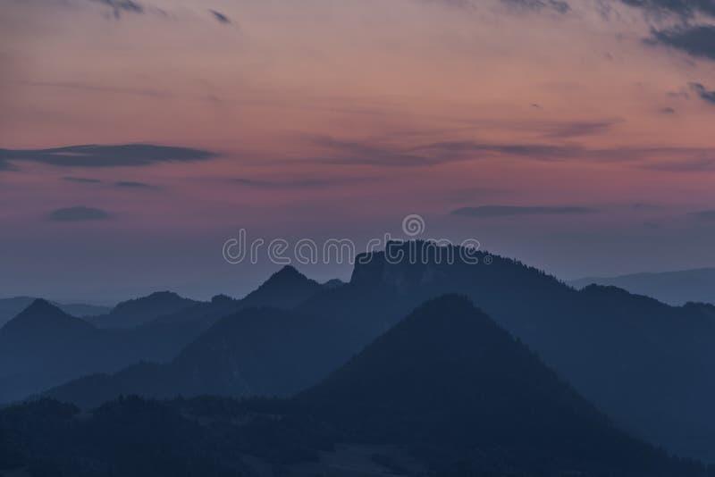 Parc national Pieniny avec le coucher du soleil de couleur photos libres de droits
