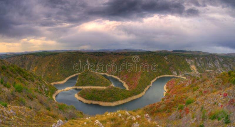 Parc national Uvac, méandres de rivière Uvac - photo d'automne image stock