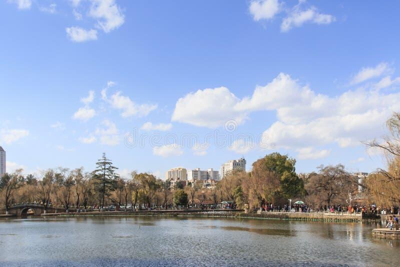 Parc vert de lac à Kunming, Yunnan, l'endroit de les plus populaires pour des loisirs dans la ville photos libres de droits