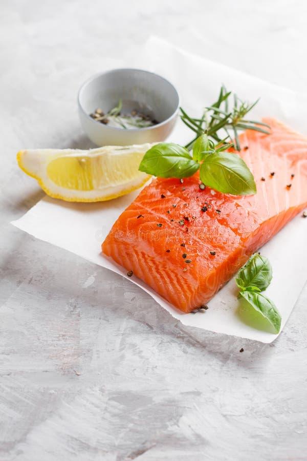 Parcela deliciosa de faixa salmon fresca imagens de stock