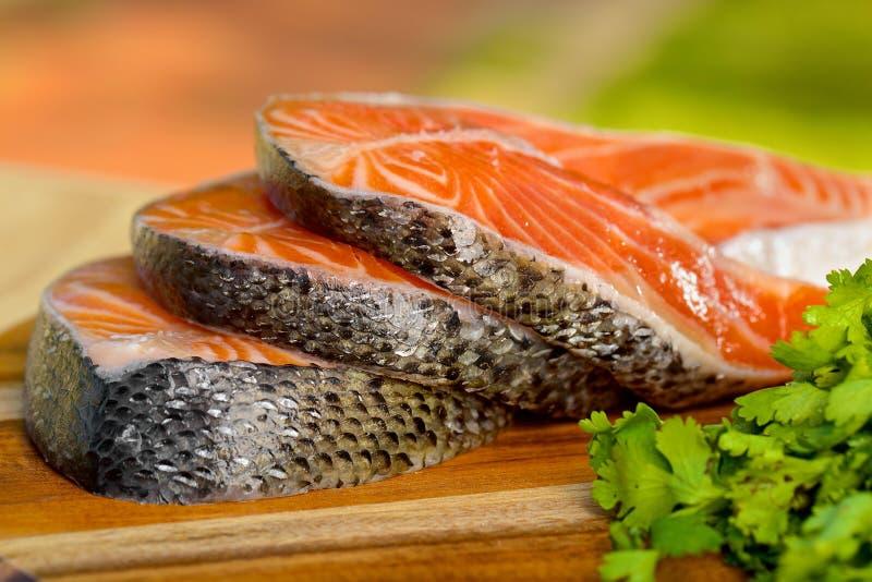 Parcela deliciosa de faixa salmon fresca na fotos de stock royalty free