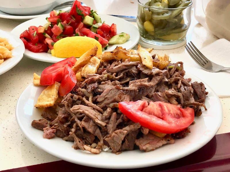 Parcela turca do no espeto de Doner do alimento da carne/Kebap fotografia de stock royalty free