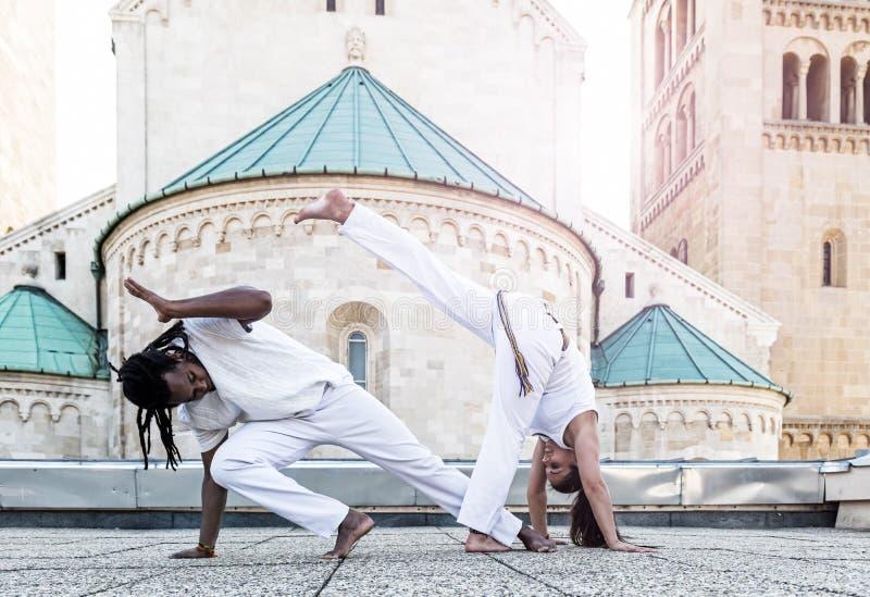 Parceria nova do capoeira dos pares, esporte espetacular imagens de stock