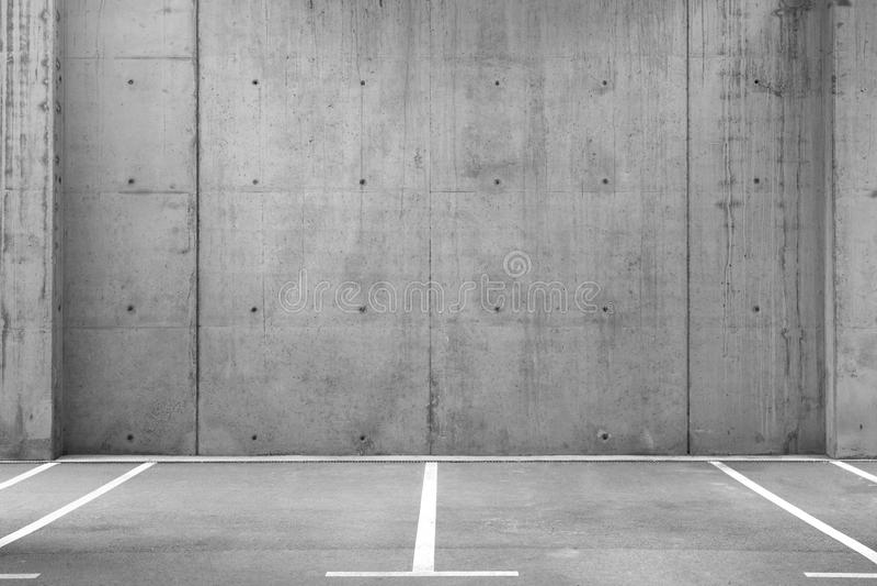 Parcheggi vuoti in un garage immagine stock libera da diritti