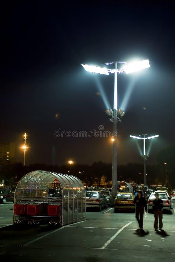 Parcheggiando alla notte fotografie stock libere da diritti
