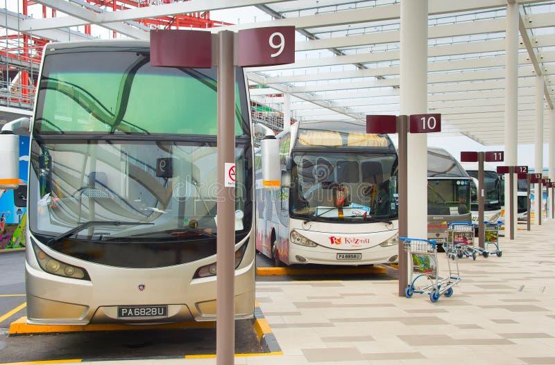 Parcheggio del bus all'aeroporto Singapore immagine stock